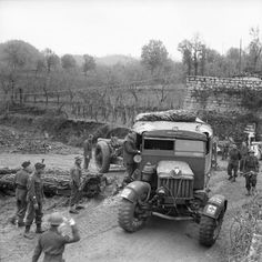 7.2-inch gun and Scammell tractor of 18/56th Heavy Regiment, Royal Artillery, negotiating a narrow corner in the 46th Division sector, 23rd December 1943.