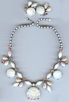 SCHIAPARELLI VINTAGE WHITE PEARLESCENT GLASS ROSES RHINESTONE NECKLACE EARRINGS
