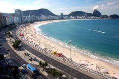 Copacabana Strand in Rio de Janeiro - Brazil - Urlaub All Inclusive Honeymoon Resorts, Top Honeymoon Destinations, Vacation Places, Travel Destinations, Copacabana Beach, Life In Saudi Arabia, Brazil Vacation, Brazil Beaches, South American Countries