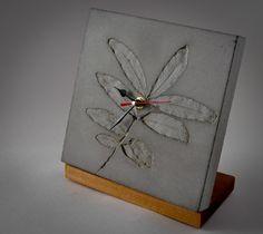 Concrete Clock with leaf incursions. Cement Art, Concrete Crafts, Concrete Projects, Concrete Forms, Concrete Art, Concrete Design, Art Concret, Printed Concrete, Clock Painting