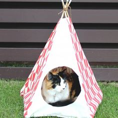create a pet teepee of any size with this detailed tutorial! my cat sleeps in this every night!