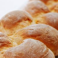 Portugese Sweet Bread - When I was little I stayed at my aunt's house. One moment I still remember fondly is visiting the King's Hawaiian Bakery. I loved the sweet bu. Portugese Sweet Bread, Portuguese Bread, Portuguese Recipes, Portuguese Desserts, Hawaiian Bakery, Yummy Treats, Yummy Food, Bread And Pastries, Bread Rolls