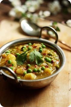 Dhariwala Recipe | Simple and Quick Potato and Peas Curry