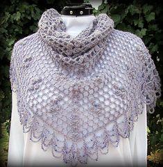 Xale feito em crochê com linha de algodão e miçangas