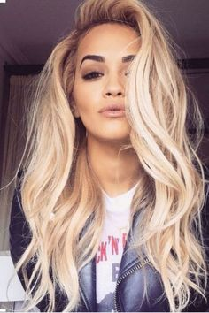 Rita Ora always proving how gorgeous blonde hair p. Rita Ora always proving how gorgeous blonde hair pairs with brown eyes. Corte Y Color, Brown Blonde Hair, Blonde Hair For Olive Skin, Brown Eyes Hair Color, Wavy Hair, Winter Blonde Hair, Winter Hair, Golden Blonde, Hair Colors