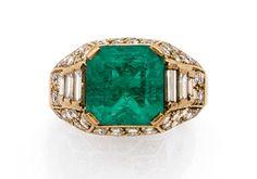 Vegvisir Ring With Diamond