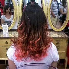 Como não se encantar com uma cor dessas?  Imagina, então, deixar o seu cabelo assim...  Cor por Pree @pree_silva #haircolor #pinkhair #circushair #circuspamplona