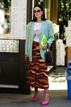 The Best Street Style to be Found at Milan Fashion Week Tiger print skirt outfit Cool Street Fashion, Look Fashion, Autumn Fashion, Girl Fashion, Womens Fashion, Paris Fashion, Vintage Street Fashion, Fashion Design, Looks Street Style