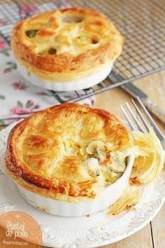 Step by Step Chicken Pie The English style Chicken Pie or Chicken Pie will please everyone. Discover how to make chicken pie with this recipe step by step Quiches, I Love Food, Good Food, Yummy Food, Cooking Time, Cooking Recipes, Sweet And Salty, Brunch, Chicken Recipes