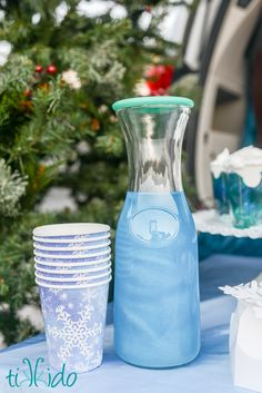 How to make your drinks shimmer like a magical potion. Perfect for Halloween or any magical party. (fairy party! Frozen party! Harry Potter Party!)