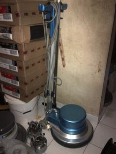 jual mesin poles lantai/floor polisher Triwek pesifikasi :  Power : 1100 W  Diameter : 17″  Speed : 154 Rpm  Weight : 50 Kg  Cable : 12 M  Including : Main body,hard brush,soft brush,pad holder,water tank  Country : italy   Garansi 1 Tahun  Harga Second 4 Juta