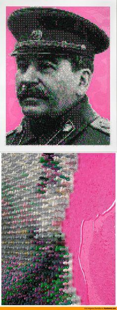 Retrato de Stalin hecho con fichas de ajedrez.