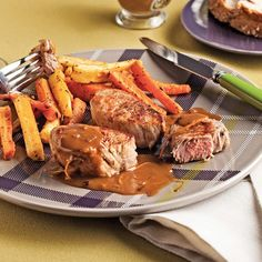 Filet mignon de porc, sauce orange et poivre rose - 5 ingredients 15 minutes Filet Mignon Sauce, Chicken Wings, Pork, Dishes, Orange, Steaks, Discovery, Dinner Ideas, Steak