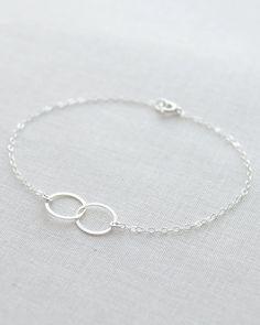 Double cercle Bracelet  bracelet de cercles par OliveYewJewels