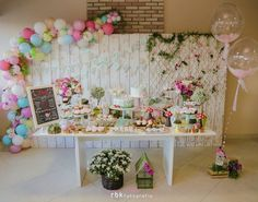 Festa tema Pássaros | Macetes de Mãe Baby Party, Baby Shower Parties, Kids Party Decorations, Party Themes, Wedding Columns, Mickey Party, Festa Party, Colorful Party, Childrens Party