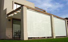 Los Toldos Verticales Luxaflex® son un producto especialmente diseñado para el exterior, resistentes ante las inclemencias ambientales.  Es recomendado para espacios en que se requiere una gran protección solar ya que detiene los rayos antes de que lleguen al interior del ambiente, otorgando agradables condiciones de temperatura y manteniendo la visibilidad.  Es el sustituto ideal de las cortinas plegables de madera.