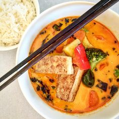 ORIGINAL THAI RED CURRY Asian Recipes, Ethnic Recipes, Thai Red Curry, Good Food, Healthy Eating, Vegetarian, The Originals, Cooking, Eating Healthy