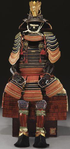 120 plate shiinari (acorn shape) suji-bachi kabuto (Saotome Iechika) hon kozane ni-mai dou gusoku, hon kozane o-sode, tsutsu-gote, tsutsu suneate, from the collection of treasures of the Kii Tokugawa family, established in the seventeenth century, an early Edo-period (1600-1868) gusoku of the highest quality for a daimyo.