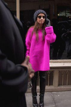Тренд 2018: 25 идей, как стильно носить вязаные свитера (фото)