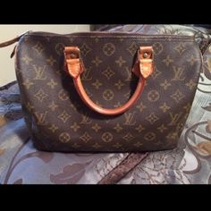 Authentic Speedy 30 Louis Vuitton❣ Vintage Speedy 30 LV  In great condition! Comes with lock and key!! Ready to be yours.. . Ps. I will include the $25 base shaper as a complimentary item! Louis Vuitton Bags