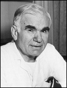 Nöroşirürji alanında bilime yaptığı katkılar, yaratıcı ve özgün  çalışmaları nedeniyle dünyaca hep ödüllendirilen Gazi Yaşargil,  yalnızca geçtiğimiz yıl 7 ödül sahibi oldu. Amerikan Nörolojik Cerrahlar Kongresi'nde  Neurosurgery dergisince yüzyılın adamı (1950-2000) ünvanı verildi;  Arkansas Tıp Bilimleri Üniversitesi'nde adına cerrahi kürsüsü vakfı  kuruldu; Alman Beyin Cerrahisi Derneği'nin Fedor Krause  madalyasını ve Amerika Cerrahlar Koleji'nin onur üye madalyasını  aldı.