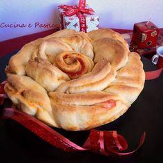 Un ' idea carina per le feste natalizie,da presentare come centrotavola. Se si preferisce si può fare anche senza farcitura e gustato come del semplice pan