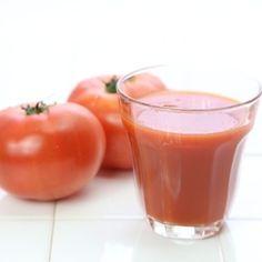 トマトジュースにオリーブオイルを入れて飲むだけで ダイエット効果が得られるということで 今話題になっていますね…