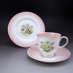 スージー・クーパー 透明感のある淡いピンクの 『ロマンス』シリーズです。 http://eikokuantiques.com/?pid=88509131