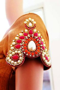 Fed onto Apparel design Album in Design Category Embroidery Fashion, Modern Embroidery, Beaded Embroidery, Hand Embroidery, Embroidery Designs, Saree Blouse Designs, Blouse Patterns, Couture Details, Fashion Details