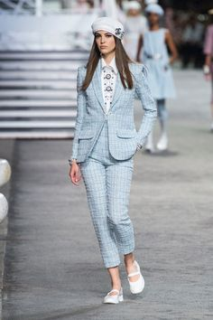 Chanel | Cruise 2019 | Look 59