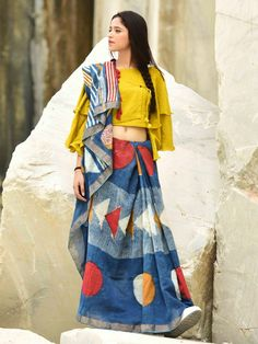 Latest Collection of Saree & Blouse Designs in the photo gallery. Saree & Blouse styles from India's Top Online 🛒Shopping Sites. Sari Blouse Designs, Kurta Designs, Blouse Patterns, Trendy Sarees, Stylish Sarees, Saree Draping Styles, Saree Styles, Block Print Saree, Stylish Blouse Design