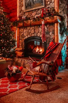 Diy Christmas Fireplace, Home Fireplace, Cozy Christmas, Fireplace Design, Country Christmas, Cabin Christmas Decor, Country Fireplace, Fireplace Ideas, Christmas Knitting