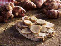 Brot mit mariniertem Topinambur - smarter - Zeit: 30 Min. | eatsmarter.de
