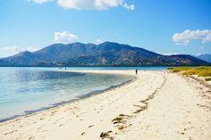 Nature beach. Pangabatang island. Flores