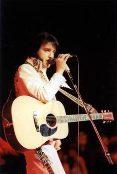 Las Vegas, Nevada December 6th 1976. The previous night Elvis arrived late on stage and mentioned he twisted his ankle. On the 6th he explained that he was wearing a brace and lots of gauze on his ankle. He kept bothered by his ankle until December 8th.