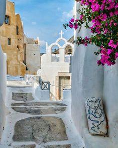 "George Kormpos 🇬🇷 sanoo Instagramissa: ""Check my accounts ⤵️ Follow @ALLURING_WINDOORS @ALLURING_CITYSTREETS @ALLURING_GREECE and @ALLURING_ISLANDS #wu_Greece #greeceshotz…"" Santorini Greece, Mykonos, Paros, Greece Travel, Tropical, Mansions, House Styles, Islands, Destinations"