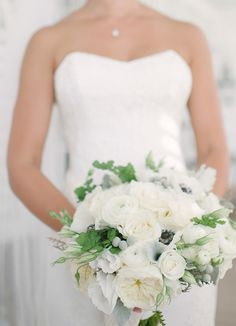 Elegant Summer Wedding #Bouquet | See more on SMP: http://www.StyleMePretty.com/2014/02/04/elegant-newport-estate-wedding/ Jenny Moloney Photography