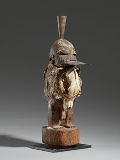 - FON FETISH FIGURE, ZAKPATA - Lot 28 - Estimate: €2000 - €3000 - Find all details for this object in our online catalog! The Outsiders, October 2014, Brussels, Countries, Catalog, Africa, Paris, Self, Montmartre Paris