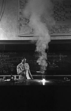 Photo by Yale Joel. Hubert Alyea -The science teacher you wish you had, 1953. S)
