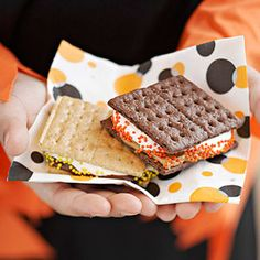 Super-easy Halloween s'mores - Easy Halloween Sweets and Snacks @ Midwest Living Halloween Tags, Halloween Sweets, Halloween Food For Party, Easy Halloween, Halloween Tricks, Halloween Foods, Halloween Camping, Halloween Stuff, Halloween Celebration