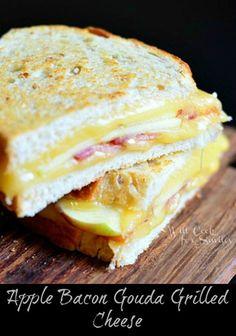 Apple Bacon Gouda Grilled Cheese (c) willcookforsmiles.com #sandwich #apple #bacon