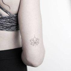 Small minimal lotus – thank you Lily! ______________________________________ – rachainsworth Small minimal lotus – thank you Lily! ______________________________________ Small minimal lotus – thank you Lily! Lotusblume Tattoo, Piercing Tattoo, Back Tattoo, Piercings, Yoga Tattoos, Body Art Tattoos, Tatoos, Tattoos Skull, Tricep Tattoos
