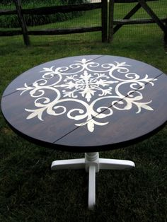 Before & After – Medallion Table Makeover. Love this