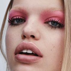 Pink is definitely my color mood for this spring ! Soft pink on @daphnegroeneveld eyes for @ellefr shot by @stevenpanpan styled by @chloedugast 🌸 @adammarkarian @ciaomanhattan2012 @elisabethmartorell_elle @erindoherty_elle #makeupbyVIOLETTE