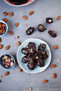 Čokoladne šljive sa bademom / Chocolate prunes