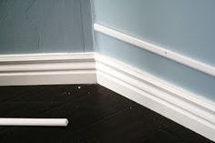 The House of Smiths - Home DIY larger looking baseboards! Baseboard Trim, Baseboards, Baseboard Ideas, Interior Design Living Room, Room Interior, Living Room Decor, Interior Paint, Diy Casa, Christmas Living Rooms