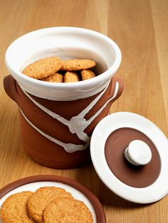 Cookie canister by Stephen Pearce Pottery, Shanagarry, Co. Irish Pottery, Irish Design, Pottery Shop, Earthenware, Ceramic Pottery, Cork, Ceramics, Tableware, Handmade