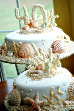really pretty but a little cluttered no fondant please, or as little as possible