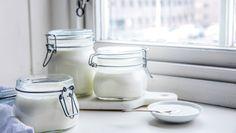 Hjemmelaget yoghurt | Oppskrift - MatPrat Tzatziki, Sugar Bowl, Bowl Set, Mason Jars, Homemade, Mugs, Tableware, Dinnerware, Home Made