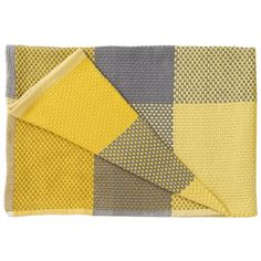 """The soft Loom throw by Muuto is hand-woven from cotton and features a beautiful plaid pattern. The designer, Simon Key Bertman, tells about Loom: """"I am fascinated by playing with form and colour to come up with a dynamic, geometric pattern. Nordic Design, Scandinavian Design, Nordic Style, Pottery Barn Teen Bedding, Muuto, Modern Pillows, Modern Shop, Bed Duvet Covers, Weaving Techniques"""